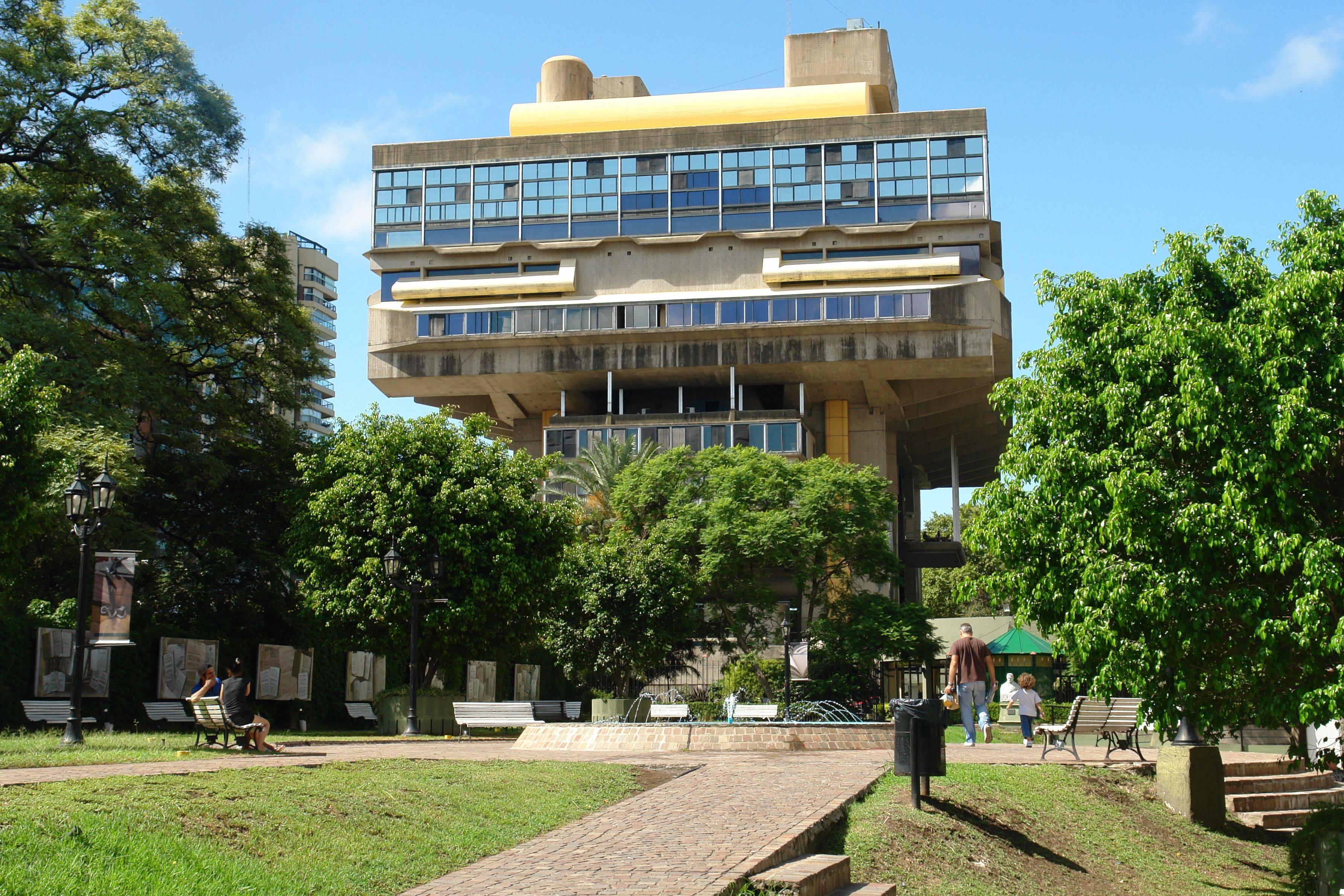 Biblioteca_Nacional_de_la_República_Argentina,_Buenos_Aires,_Argentina-21Feb2011